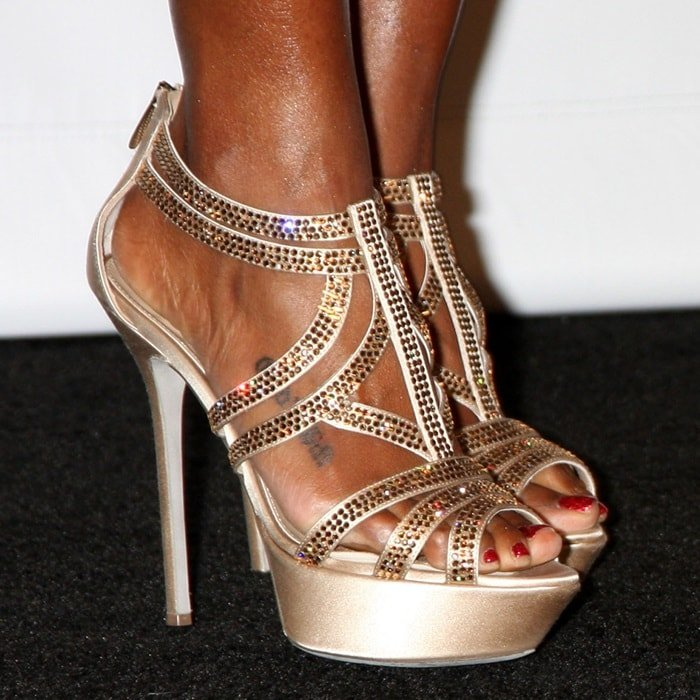 Kelly Rowland shows off her corny toes in glittering strappy sandals