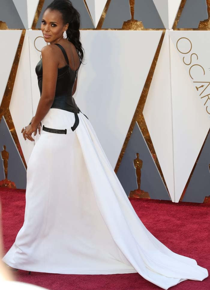 Kerry Washington shows off the back of her Atelier Versace gown
