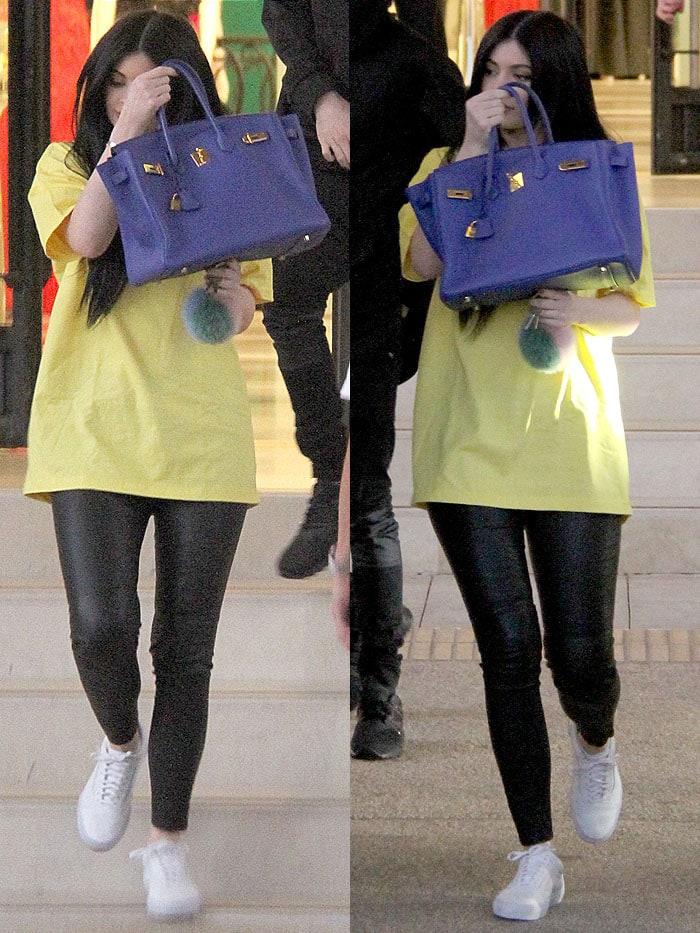 Kylie Jenner blue Birkin yellow t-shirt 2