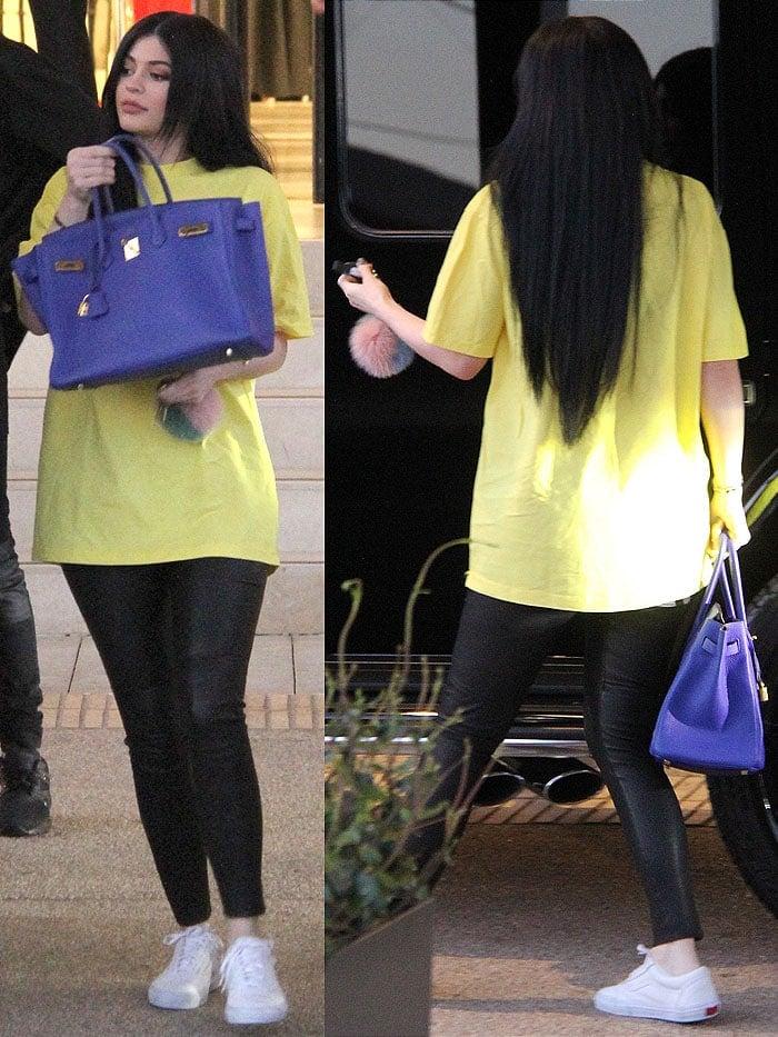 Kylie Jenner blue Birkin yellow t-shirt 3