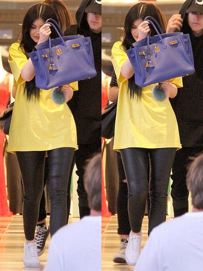 Kylie Jenner blue Birkin yellow t-shirt