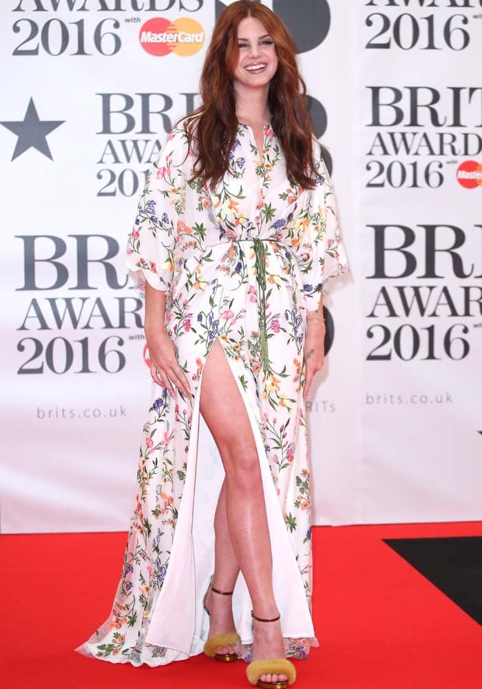 Lana Del Rey BRIT Awards 2016 Monique Lhuillier 3