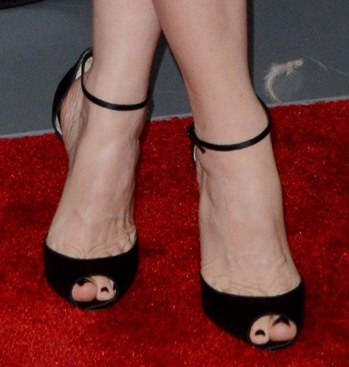 Leslie Mann's feet in black Christian Louboutin sandals