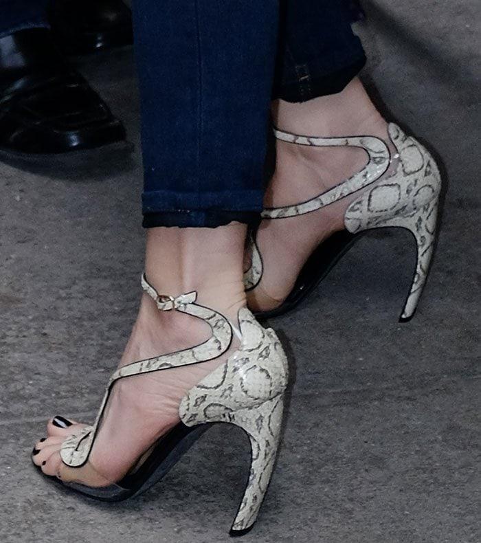Leslie-Mann-Nicholas-Kirkwood-sandals