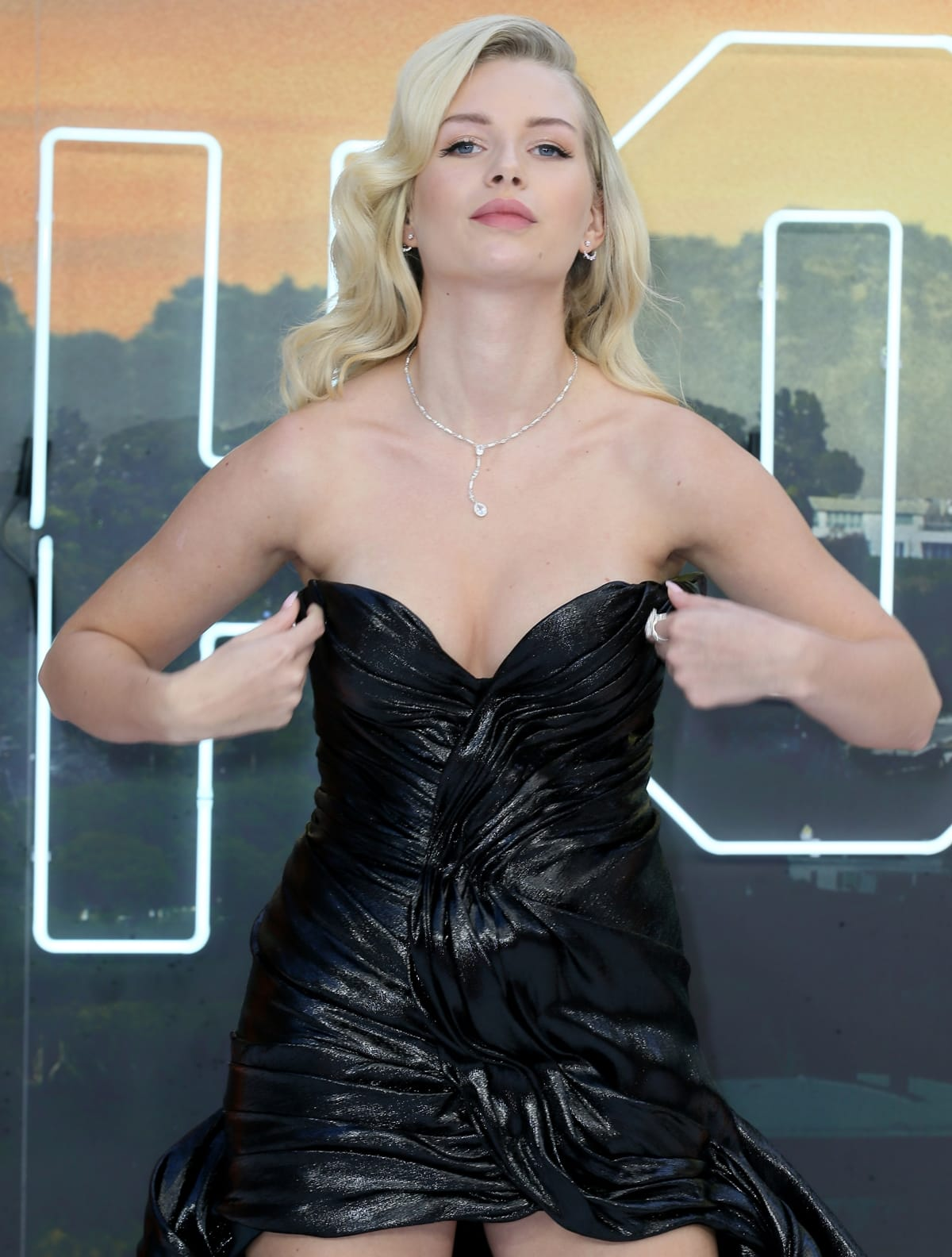 """Lottie Moss displays her boobs at the UK Premiere of """"Once Upon a Time...In Hollywood"""""""