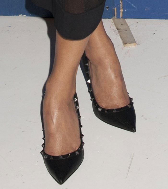 Nicole Scherzinger Sexy In Valentino Rockstud Pumps