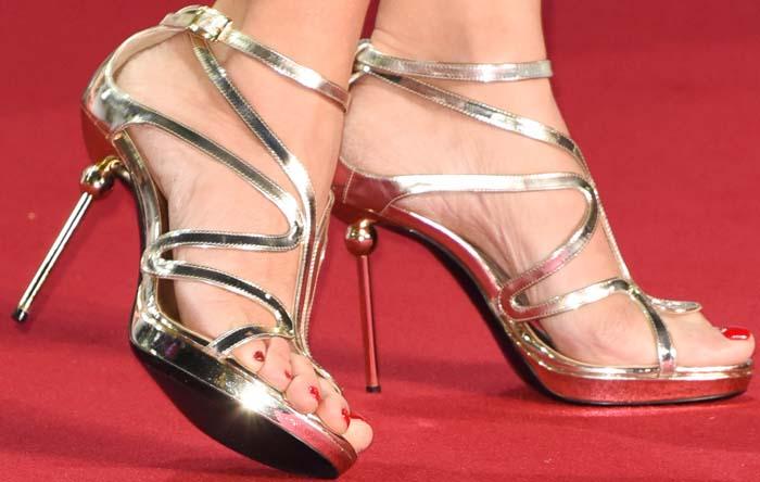 Penelope Cruz's feet in metallic Roger Vivier sandals