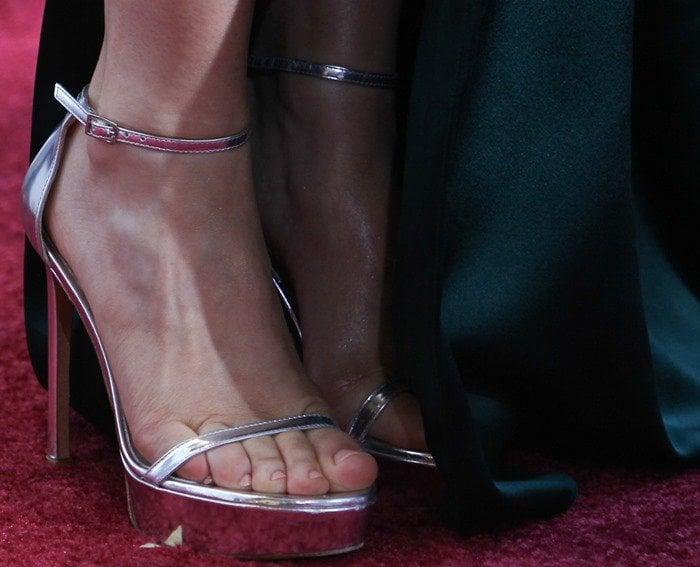 Rachel McAdams's feet in silver Stuart Weitzman sandals