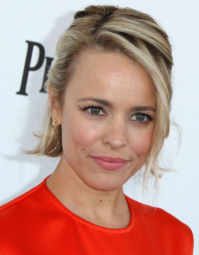 Rachel McAdams with soft pink makeup and gorgeous earrings