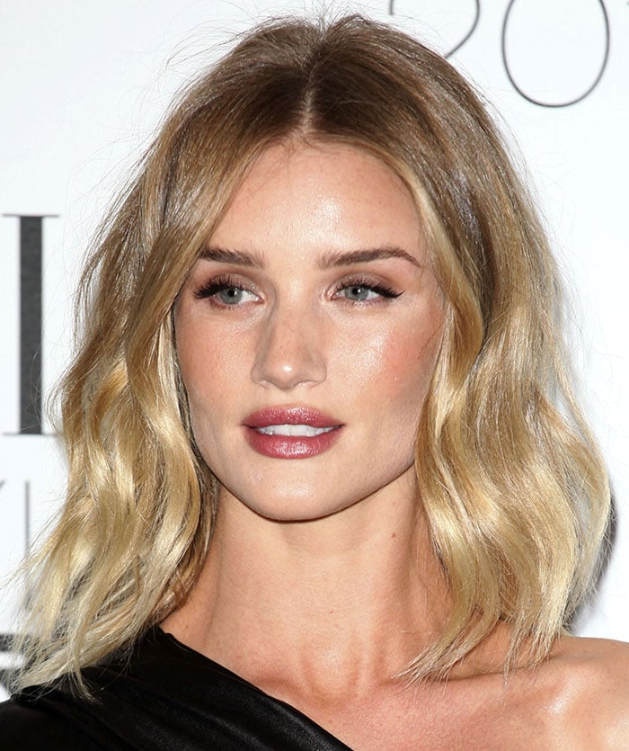 Rosie Huntington-Whiteley wears her hair down at the 2016 Elle Style Awards