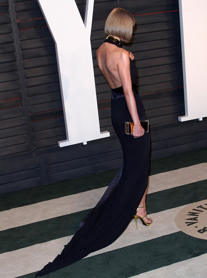 Taylor-Swift-Alexandre-Vauthier-plunging-backless-dress