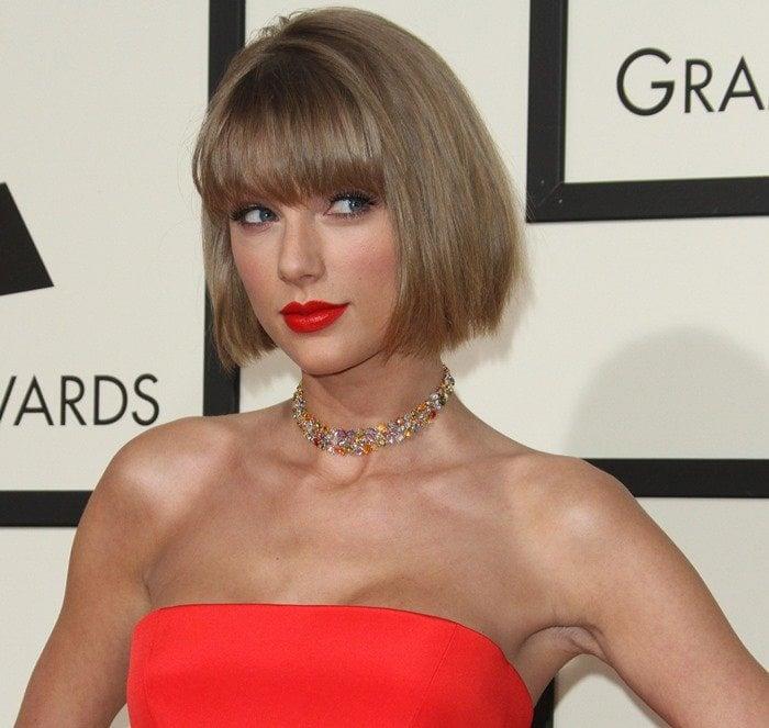 Taylor Swift wearing a Lorraine Schwartz choker