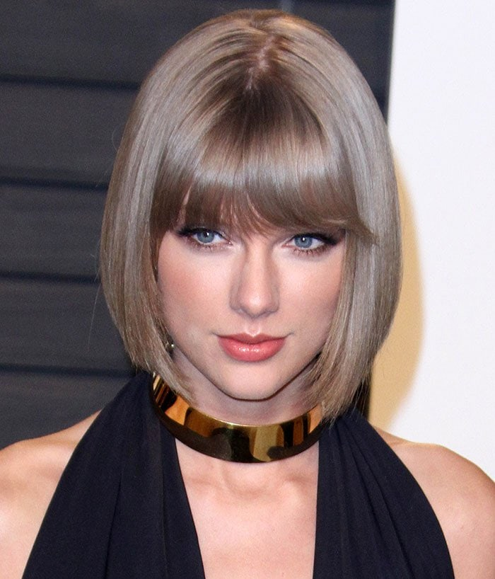 Taylor Swift shows off her short hairstyle at the 2016 Vanity Fair Oscar Party