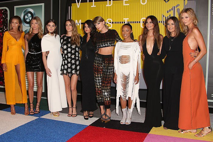 Taylor Swift squad 2015 MTV Video Music Awards