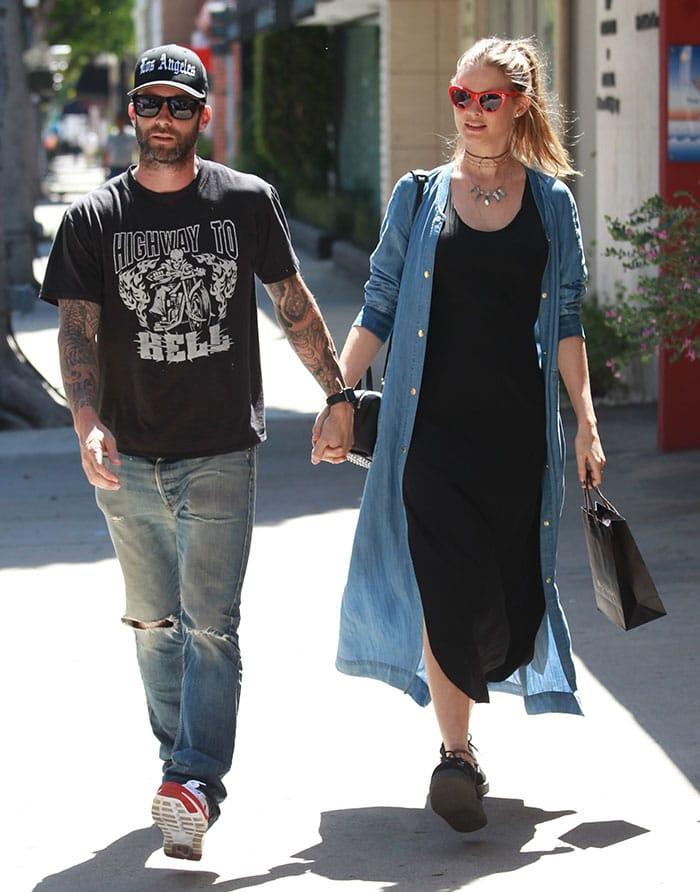Adam-Levine-Behati-Prinsloo-Holding-Hands-Beverly-Hills