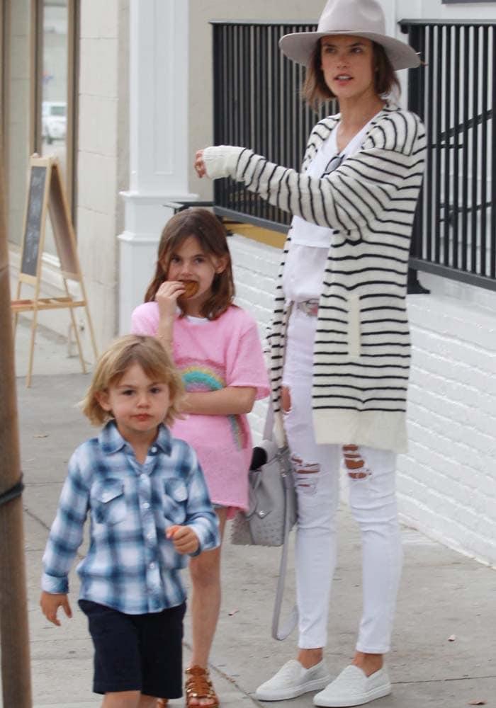Alessandra Ambrosio Au Fudge White Slip On 4