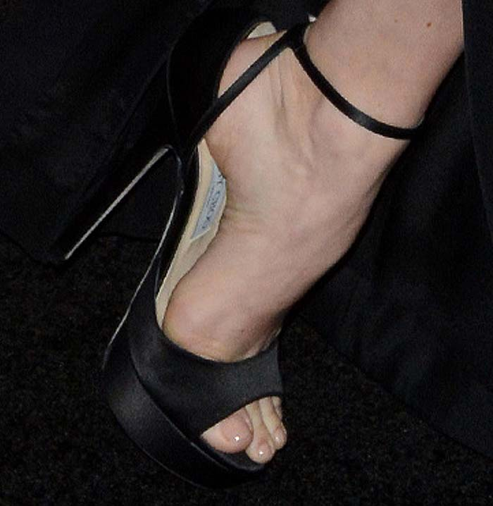 Amy Adams shows off her feet in Jimmy Choo sandals from the brand's Oscars Suite