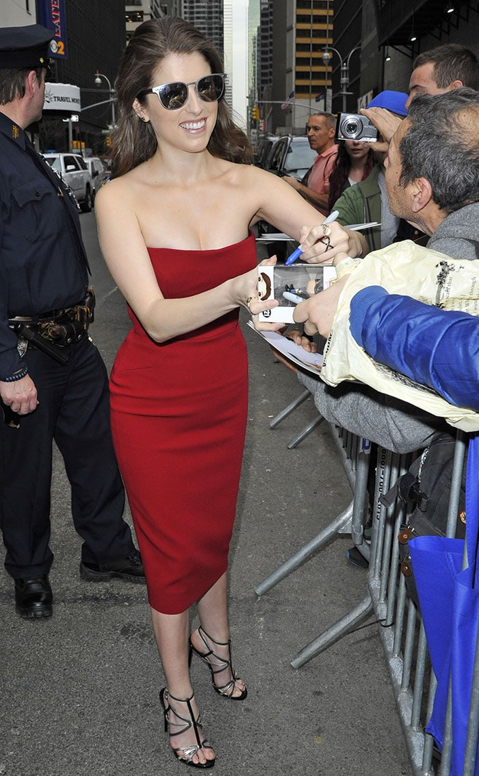 Anna-Kendrick-Victoria-Beckham-strapless-red-dress
