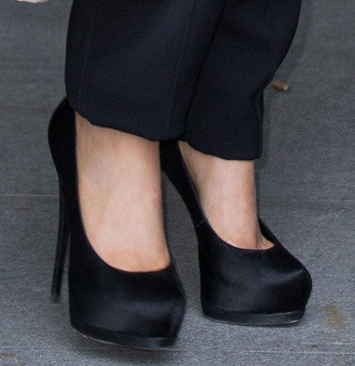 Ariana-Grande-Giuseppe-Zanotti-black-satin-platform-pumps