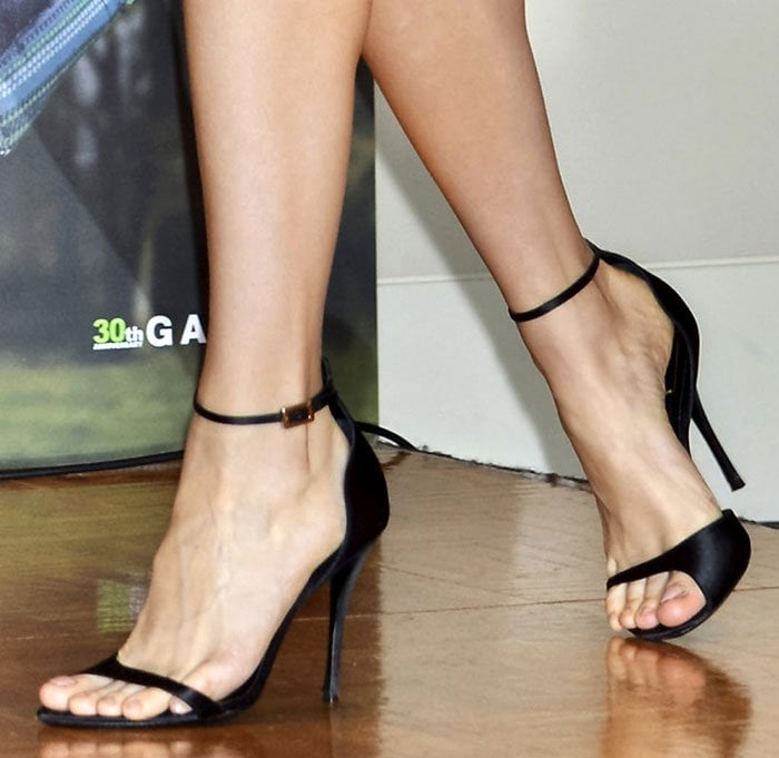 Brie Larson's sexy toes in Roger Vivier sandals