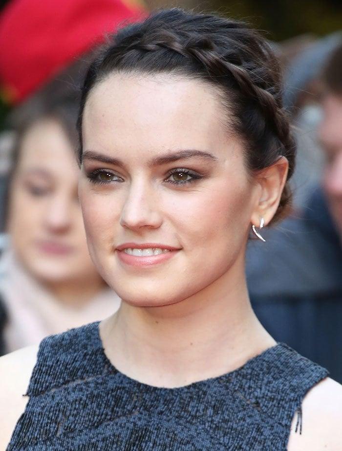 Daisy-Ridley-crown-braid-simple-makeup