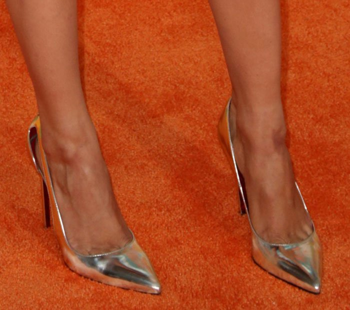 Debby Ryan shows toe cleavage in metallic shoes