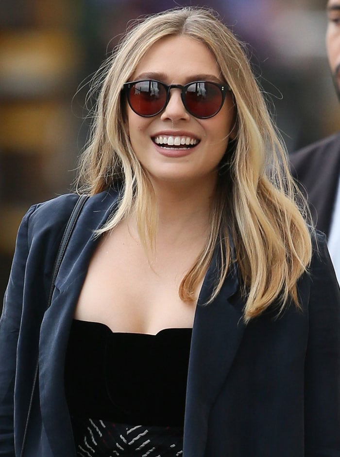 Elizabeth Olsen'sblonde locks were casually worn down and parted in the middle