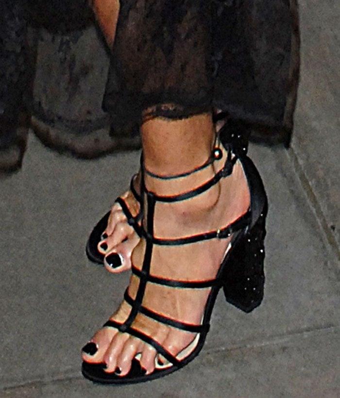 Elle-Macpherson-Paul-Andrew-Oralie-sandals