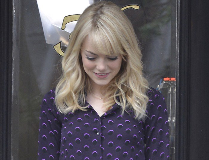"""Emma Stone wears her blonde hair down on the set of """"The Amazing Spider-Man 2"""""""