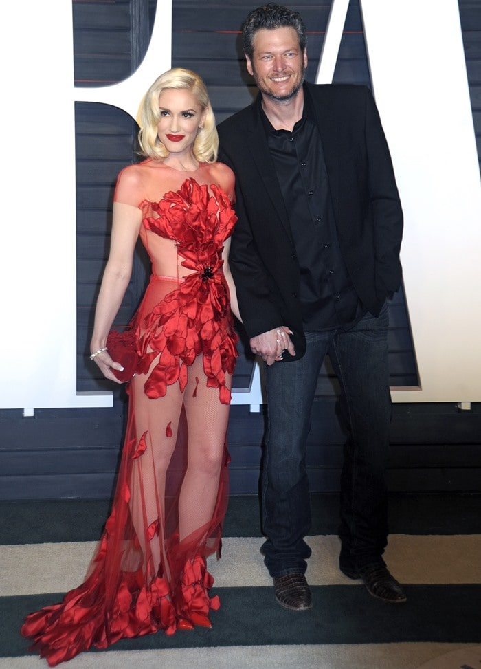 Gwen Stefani and Blake Shelton arrive at the 2016 Vanity Fair Oscar Party at the Wallis Annenberg Center for the Performing Arts in Beverly Hills on February 28, 2016