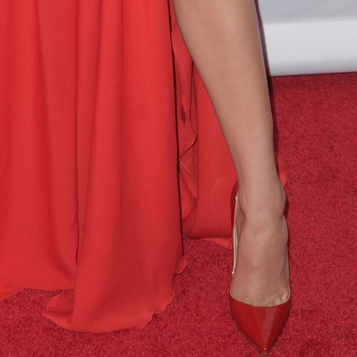Hailee Steinfeld showing off her toned and tanned legs in red patent 'So Kate' pumps from Christian Louboutin