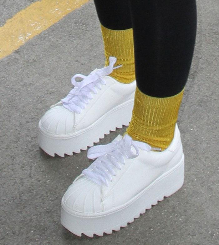 Iggy-Azalea-white-platform-sneakers-gold-socks