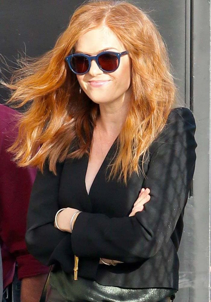 """Isla Fisher wears her red hair down as she arrives at ABC Studios for a filming of """"Jimmy Kimmel Live!"""""""