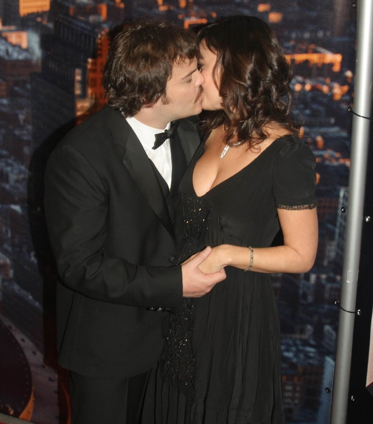 Jack Black kissing his girlfriend Tanya Haden during Universal Pictures' King Kong New York City Premiere