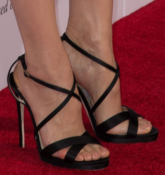 Jennifer Garner Sweet And Feminine In Jimmy Choo Heels