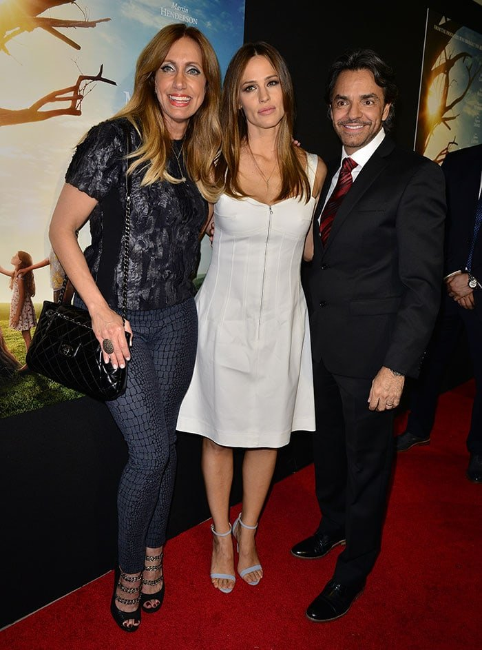 """Jennifer Garner with Lili Estefan and Eugenio Derbez at the premiere of """"Miracles From Heaven"""" at Regal South Beach in Miami on March 14, 2016"""