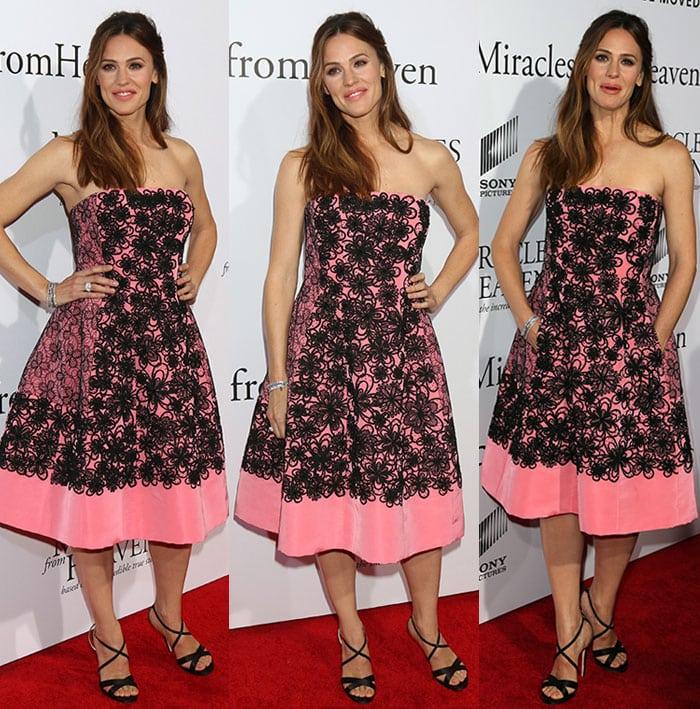 Jennifer-Garner-Oscar-De-La-Renta-pink-black-floral-dress-1