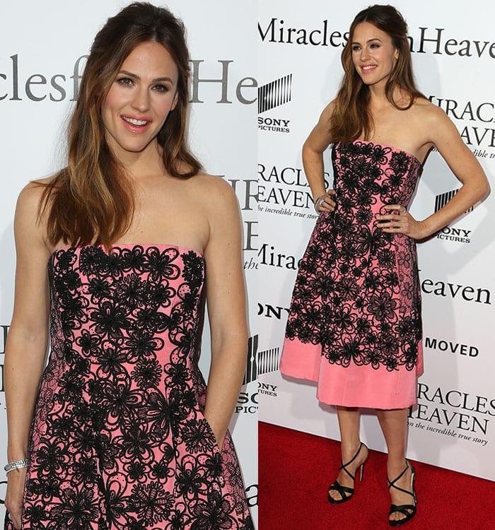 Jennifer-Garner-Oscar-De-La-Renta-pink-black-floral-dress