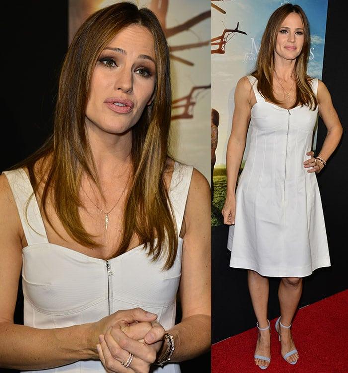 Jennifer Garner in a white Oscar de la Renta dress with a sweetheart neckline