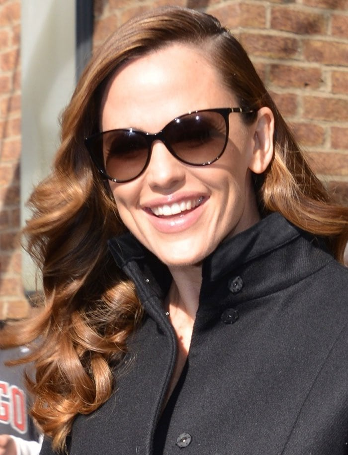 Jennifer Garner's hair was swept to the side and styled in gorgeous curls