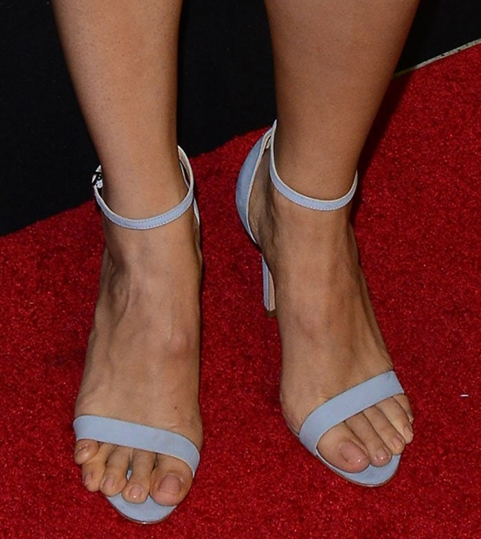 Jennifer Garner's overhanging toes and overlapping pinky toe