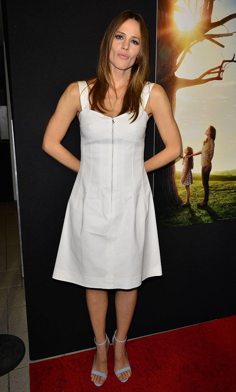 Jennifer Garner Looks Toned In Strappy Blue Heels