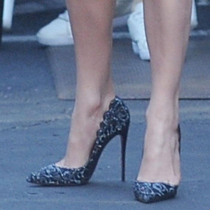 Jennifer-Lopez-Christian-Louboutin-Top-Vague-Pumps