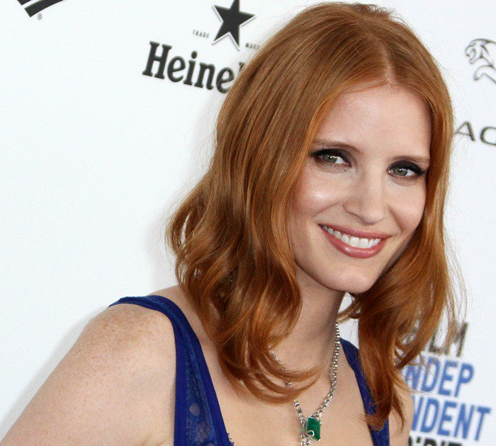 Jessica Chastain wears her red hair down as she walks the blue carpet at the 2016 Film Independent Spirit Awards