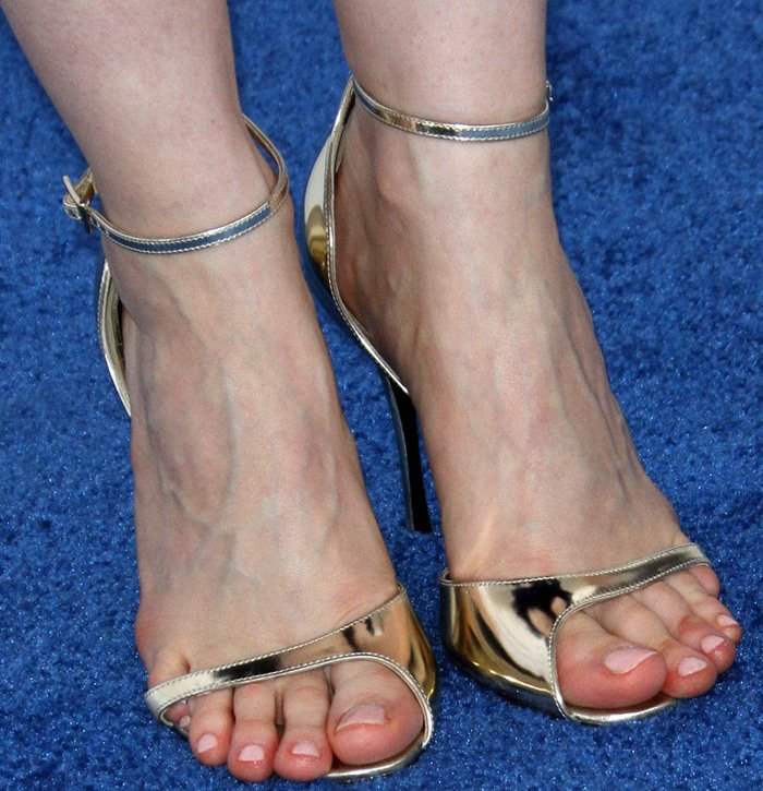 Jessica Chastain's feet in metallic Roger Vivier sandals