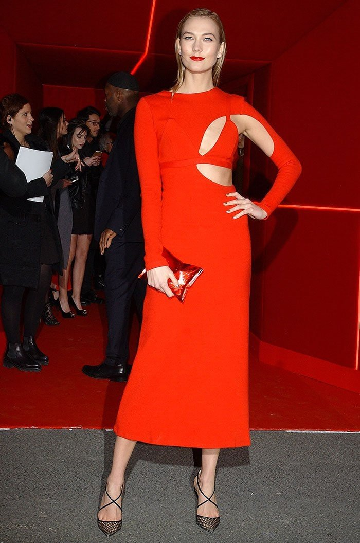 Karlie Kloss in a flattering red knit dress from Rosie Assoulin's Spring 2016 Collection