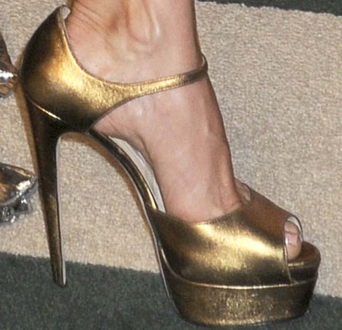 Kate Hudson Vanity Fair Oscar Brian Atwood 3