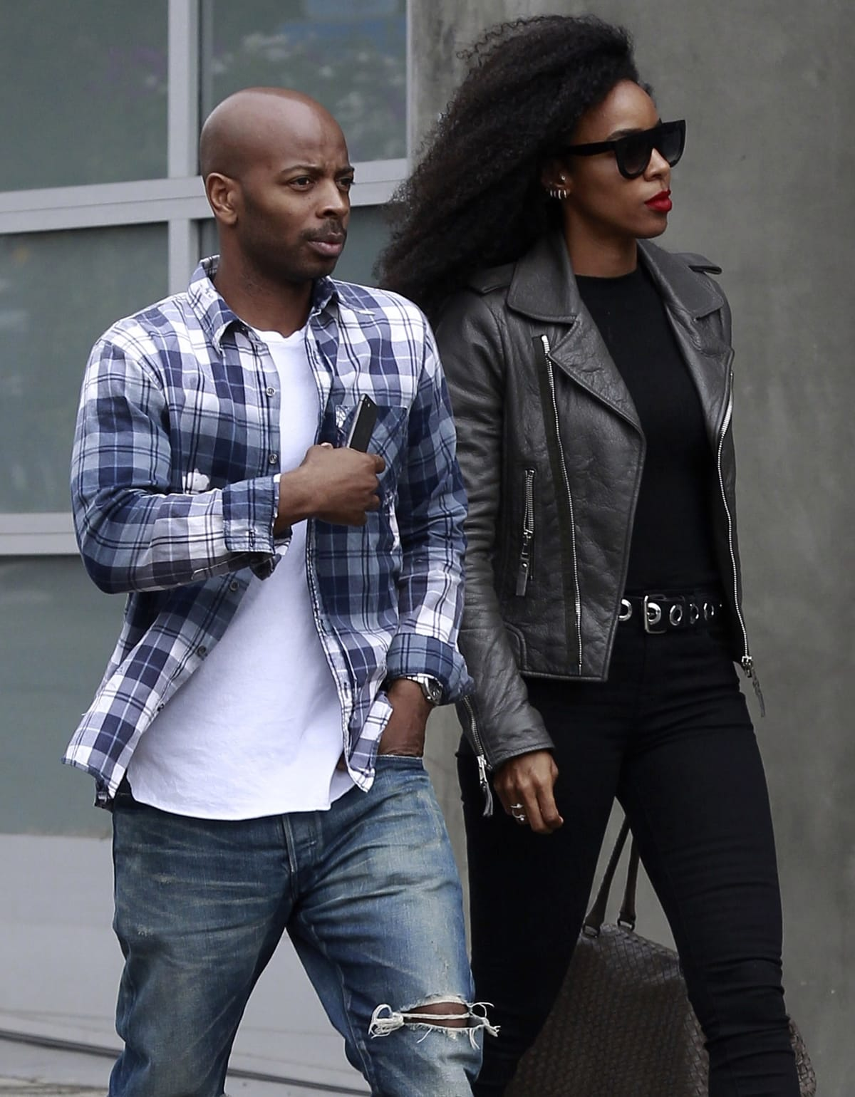 Kelly Rowland and Tim Weatherspoon began dating in 2011 and married on May 9, 2014, in Costa Rica