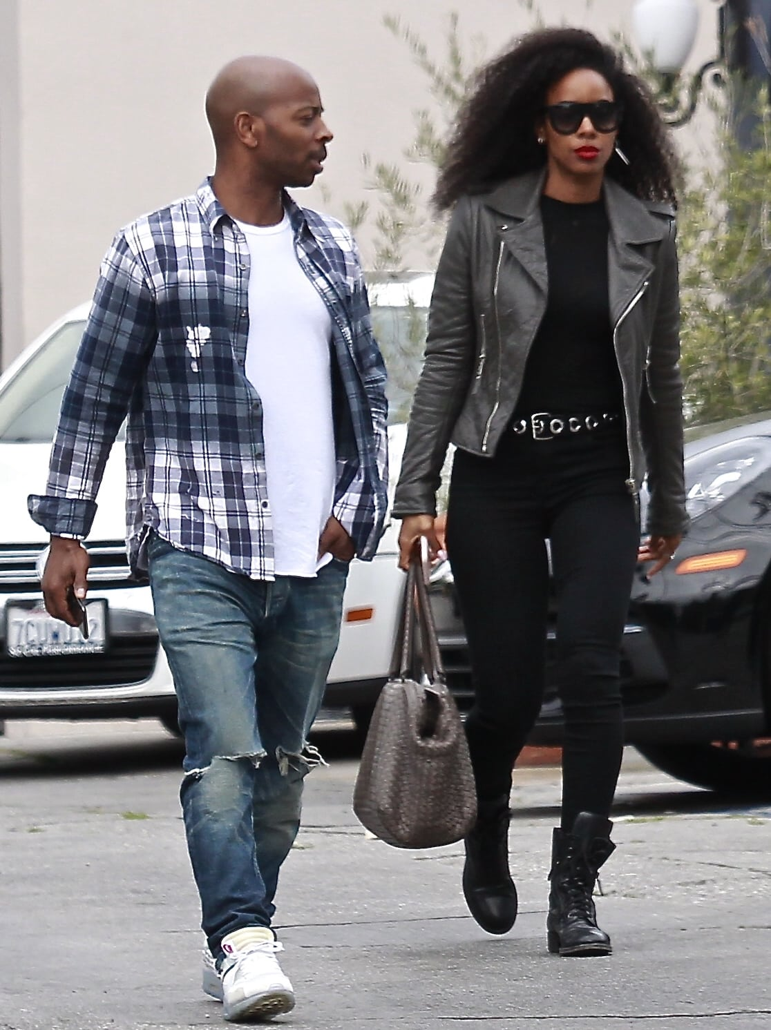 Tim Weatherspoon is supposedly slightly taller than his wife Kelly Rowland