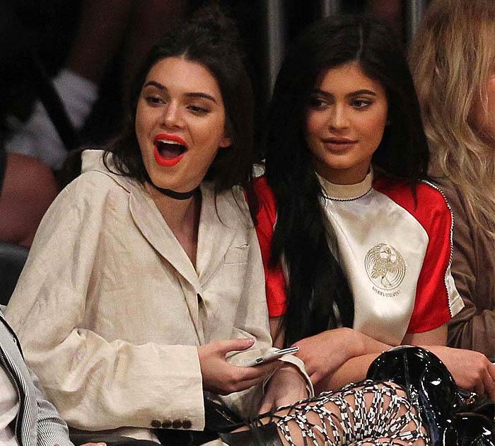 Kendall Jenner'sorange-red lipstick